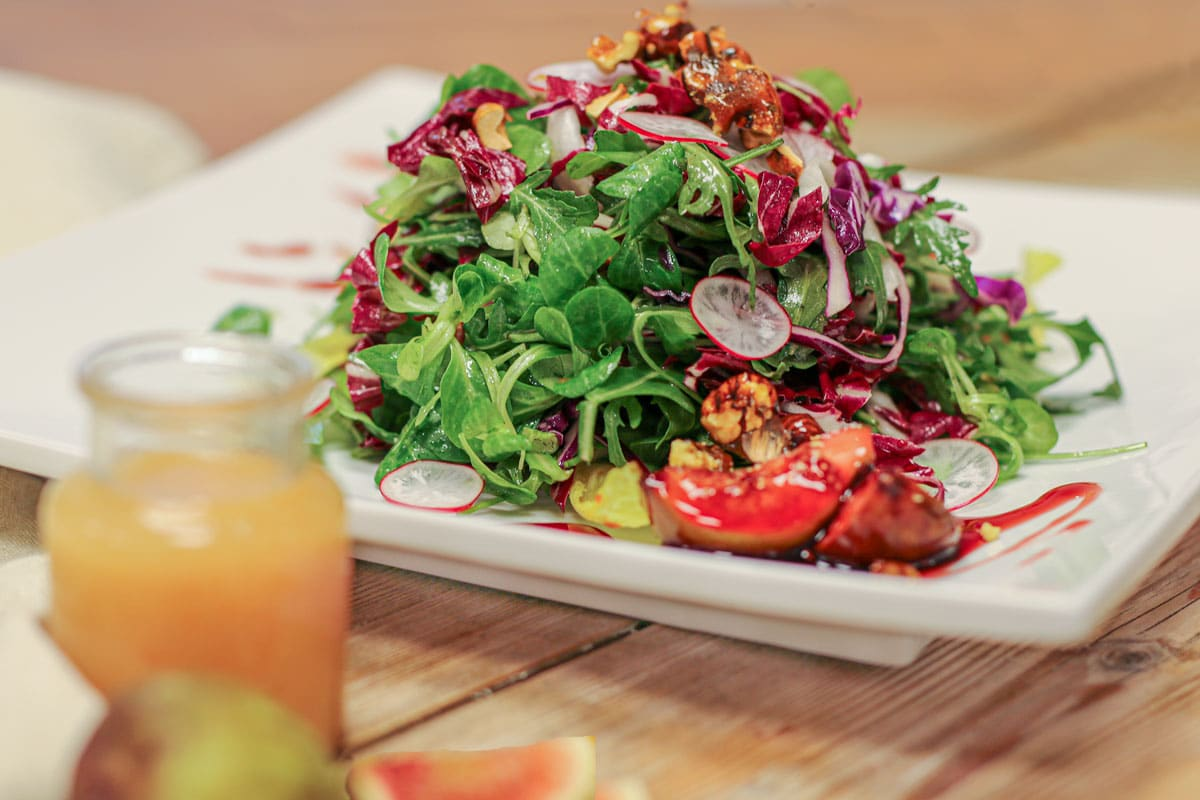 Blattsalat mit Feigen und Blutorangen Dressing