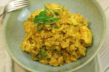 Geflügelsalat mit Curry und Ananas