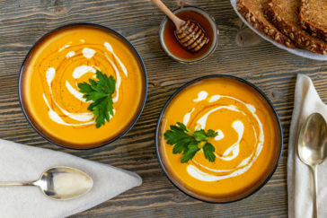 Möhrencremesuppe mit Orangensaft
