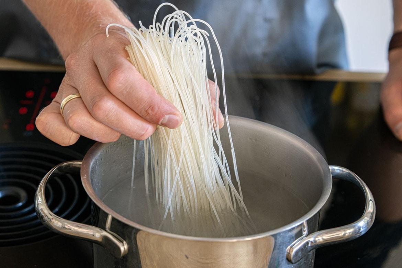 Reisnudeln kochen