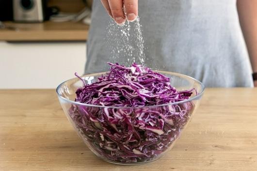 Rotkohl salzen