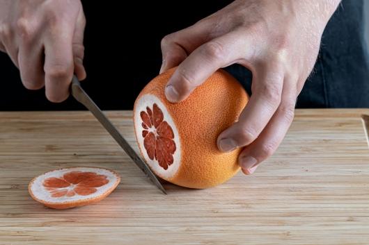 Grapefruit schneiden