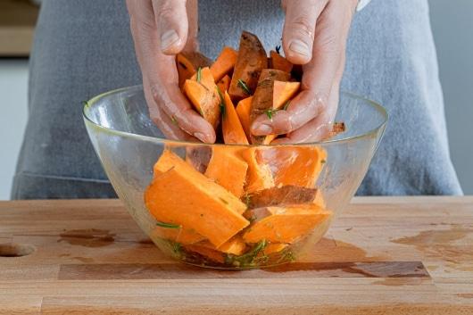 Süßkartoffeln gut durchmischen