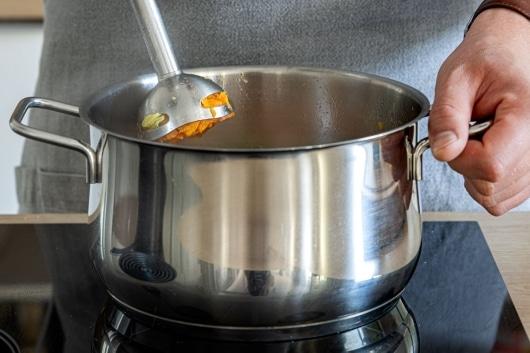 Süßkartoffelsuppe pürieren