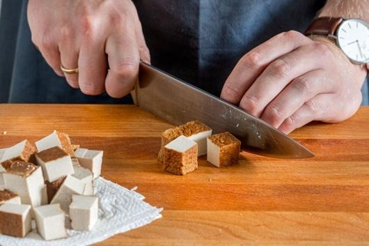 Tofu würfeln