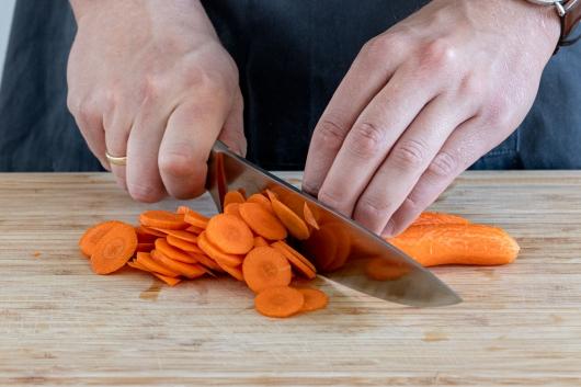 Karotte schneiden