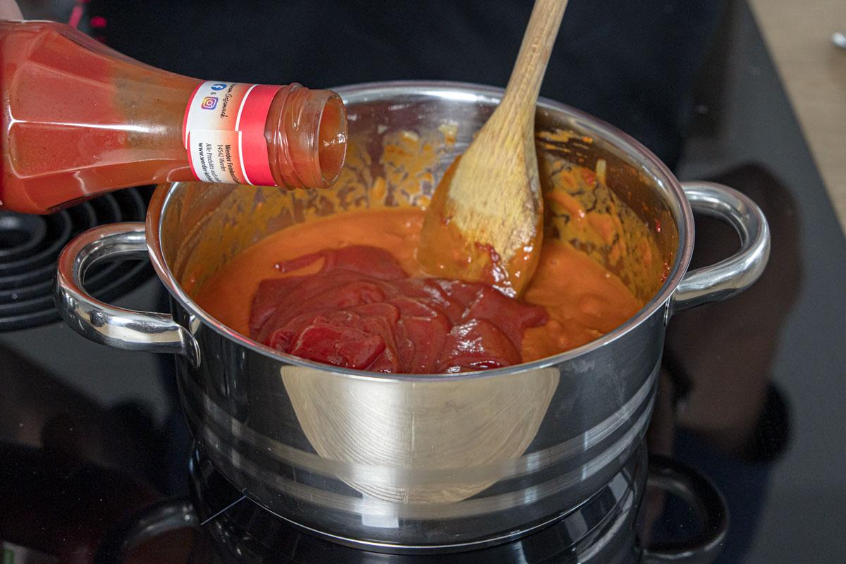 Ketchup zur DDR Tomatensoße geben