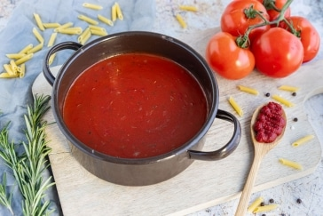 Einfache Tomatensoße aus Tomatenmark