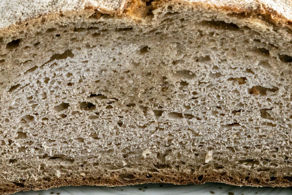 Weiße Flecken im auf Brot: Gefrierbrand