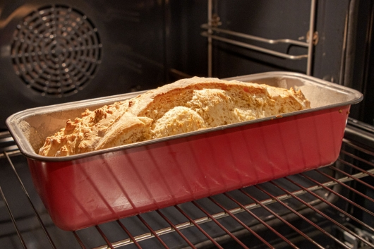 Weißbrot im Ofen