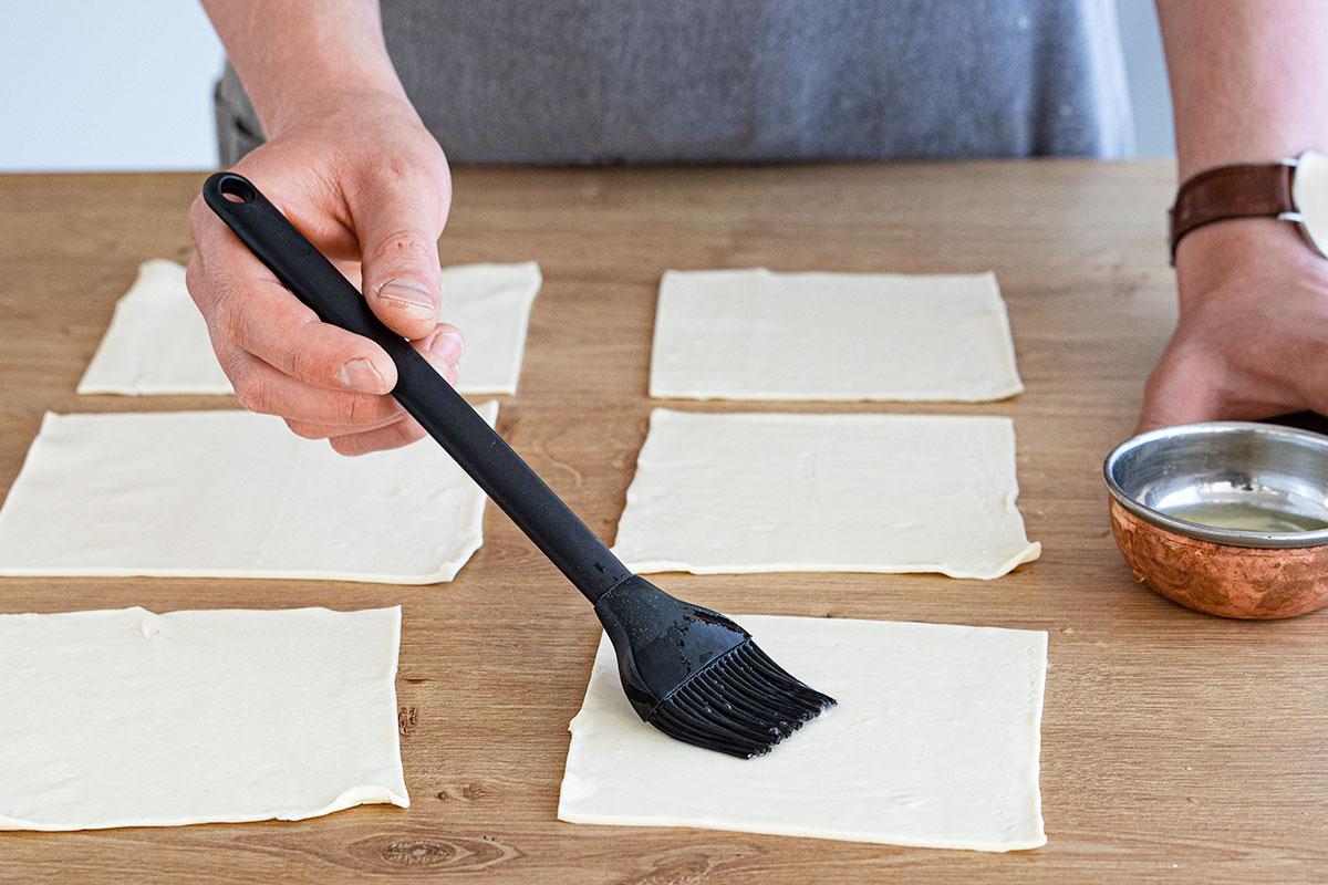 Eiweiß zum Teigtaschen zusammenkleben nutzen