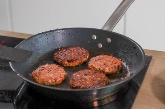 Kidneybohnen-Burger braten