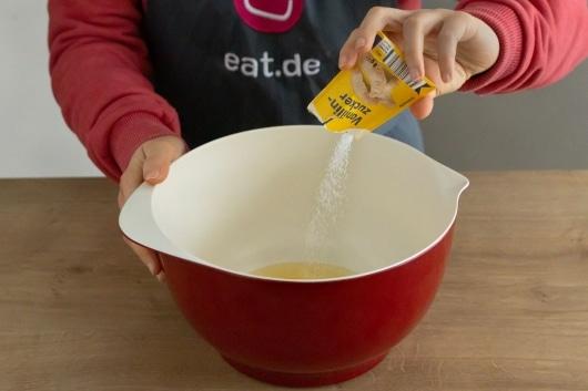Vanillezucker hinzugeben