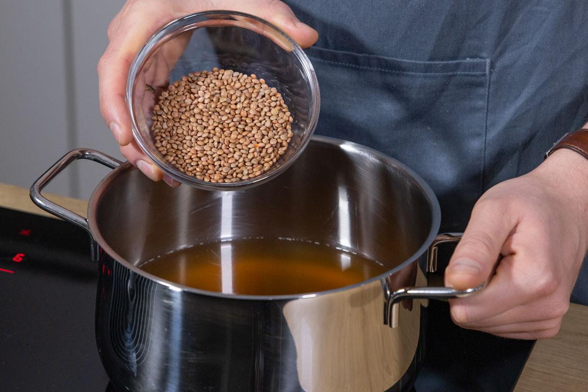 Berglinsen in Wasser kochen