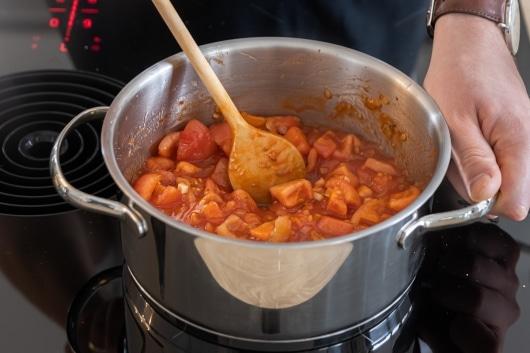 Tomatensauce kochen