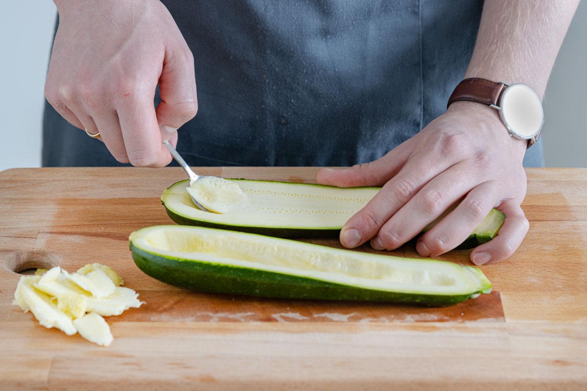 Zucchini aushöhlen