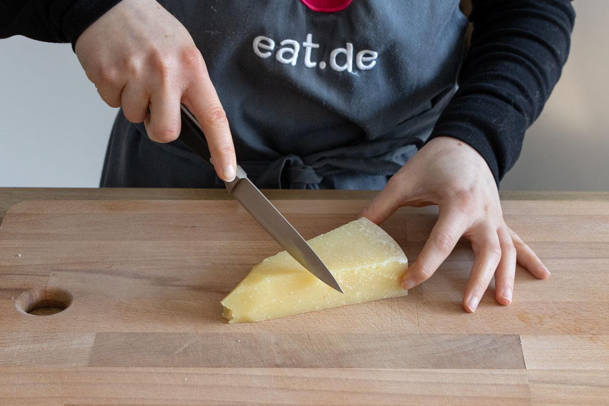 Parmesan schneiden