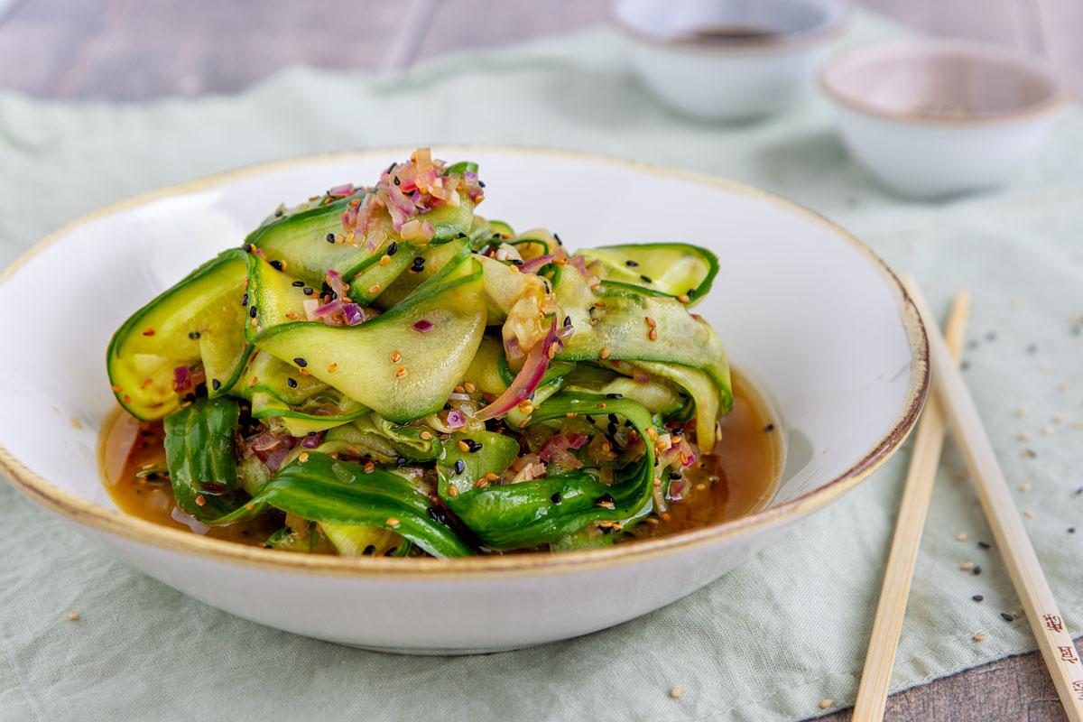 Asiatischer Gurkensalat mit Sesam