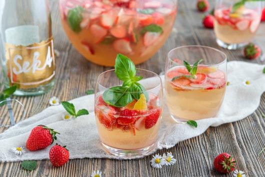 Erdbeerbowle mit Wein