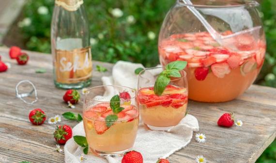 Erdbeerbowle mit Sekt