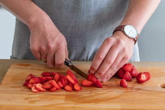 Erdbeeren kleinschneiden