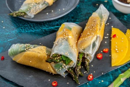 Vegetarische Sommerrollen mit asiatischem Omelette