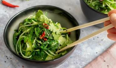 Reisnudel-Wakame Salat mit Gurke