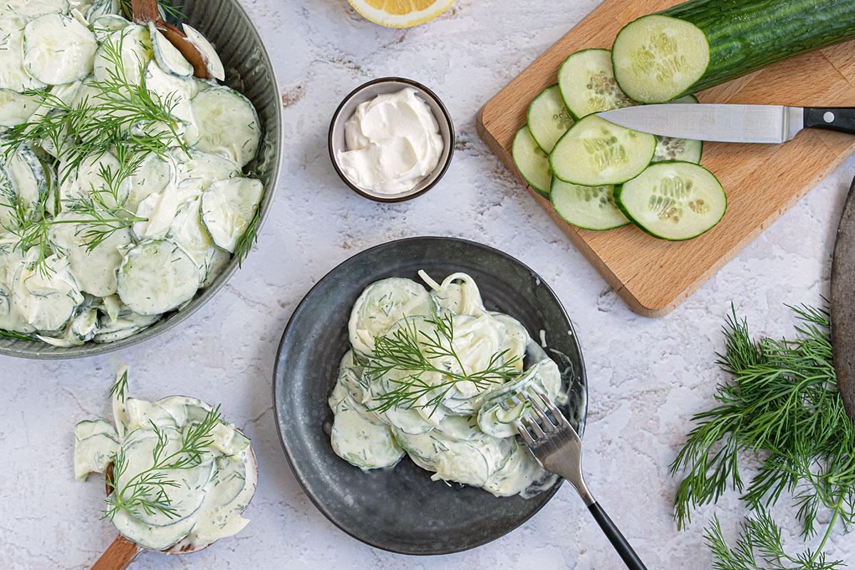 einfacher Gurkensalat mit Schmand