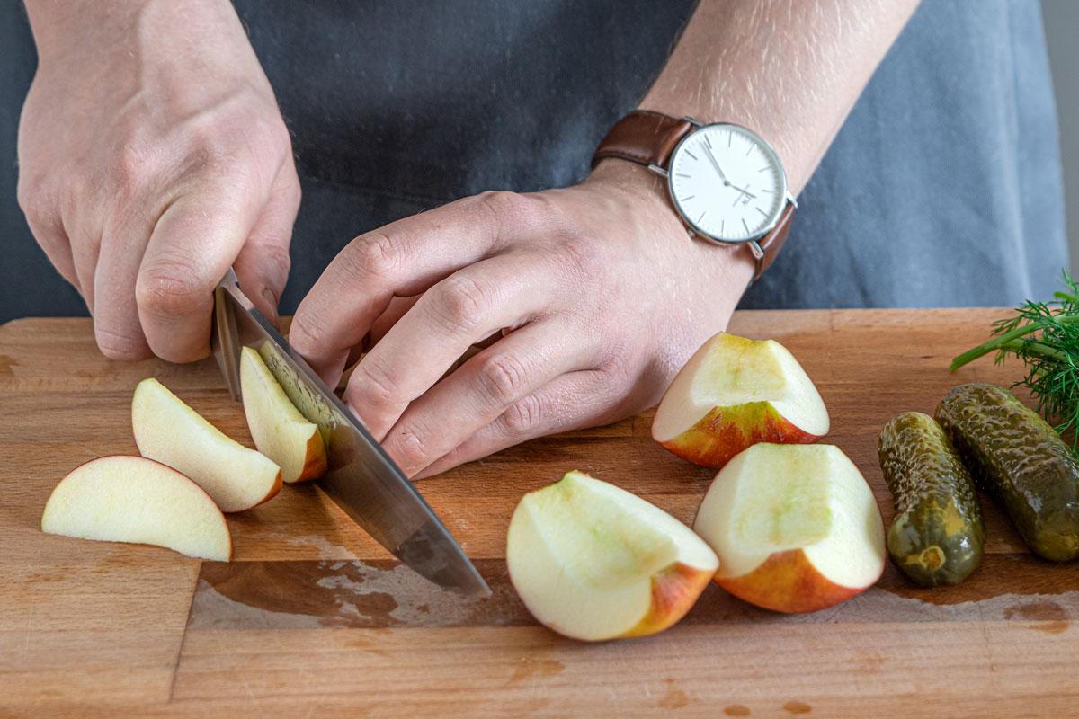 Apfel in Spalten schneiden