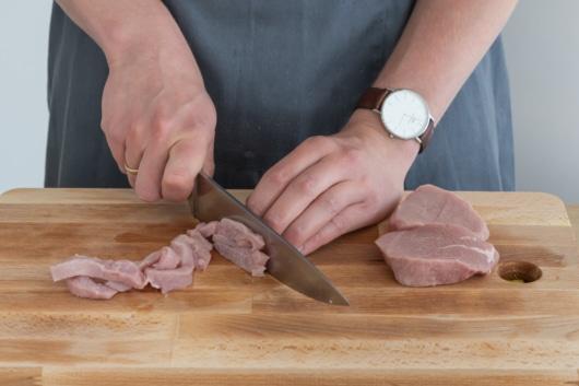 Kalbsfleisch schneiden