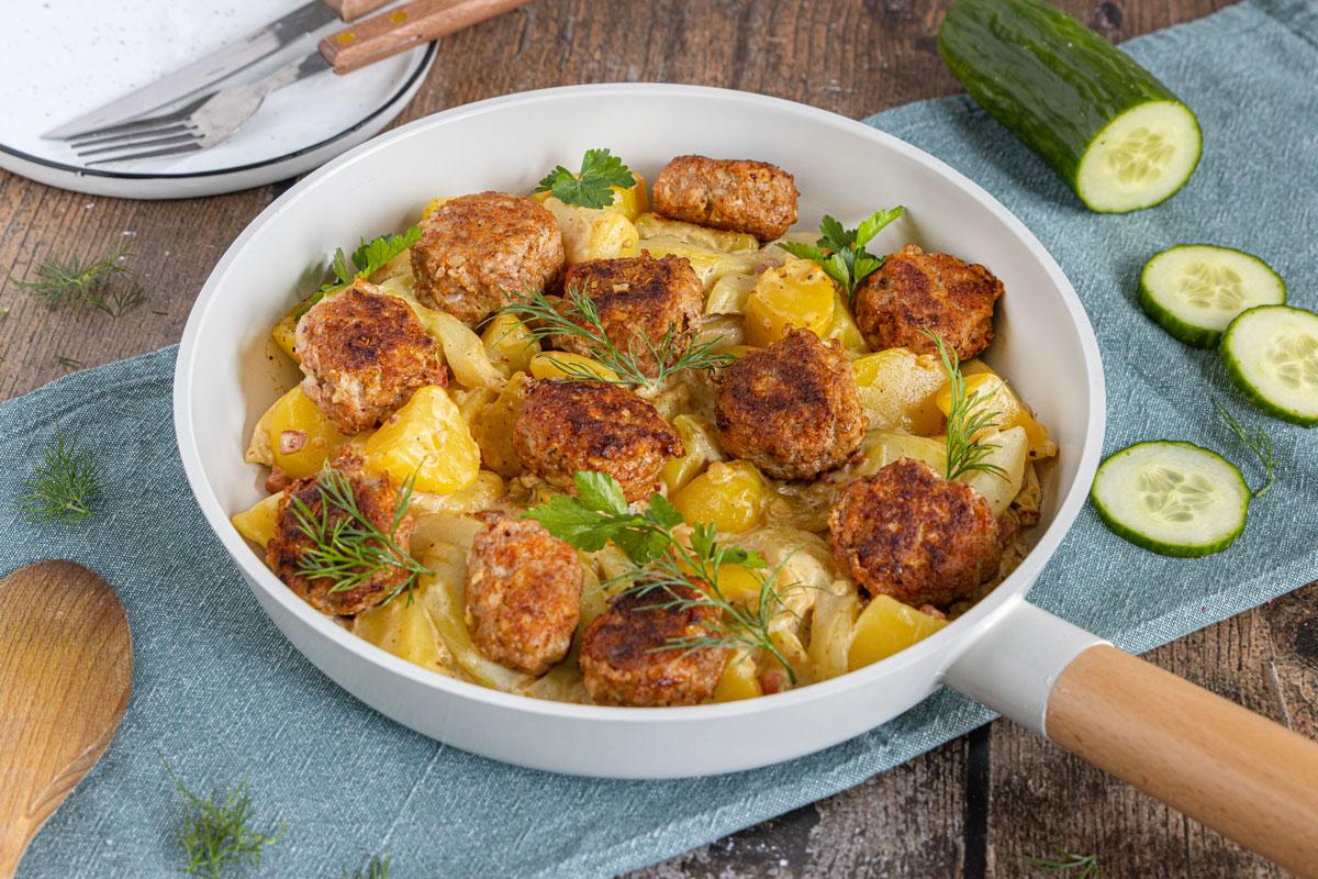 Gurkengemüse mit Hackfleischbällchen und Kartoffeln