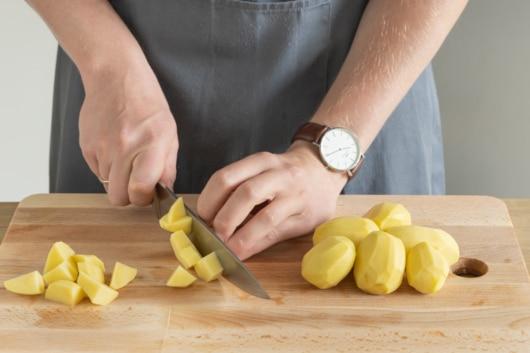Kartoffeln würfeln