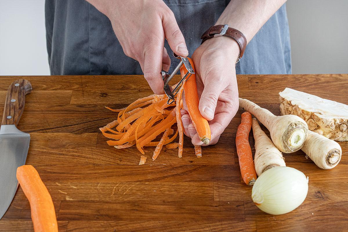 Gemüse schälen