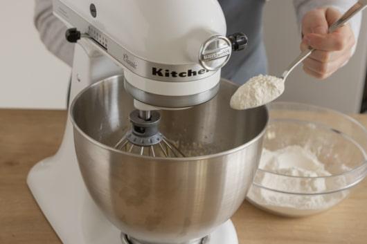 Mehl mit Backpulver unterrühren
