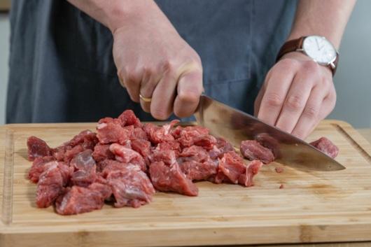 Rindfleisch klein schneiden