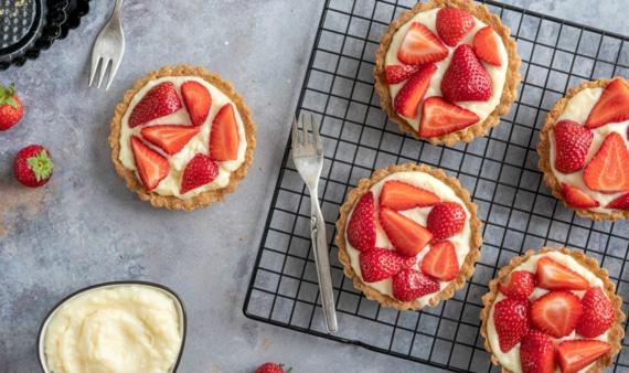 Erdbeertörtchen mit Pudding