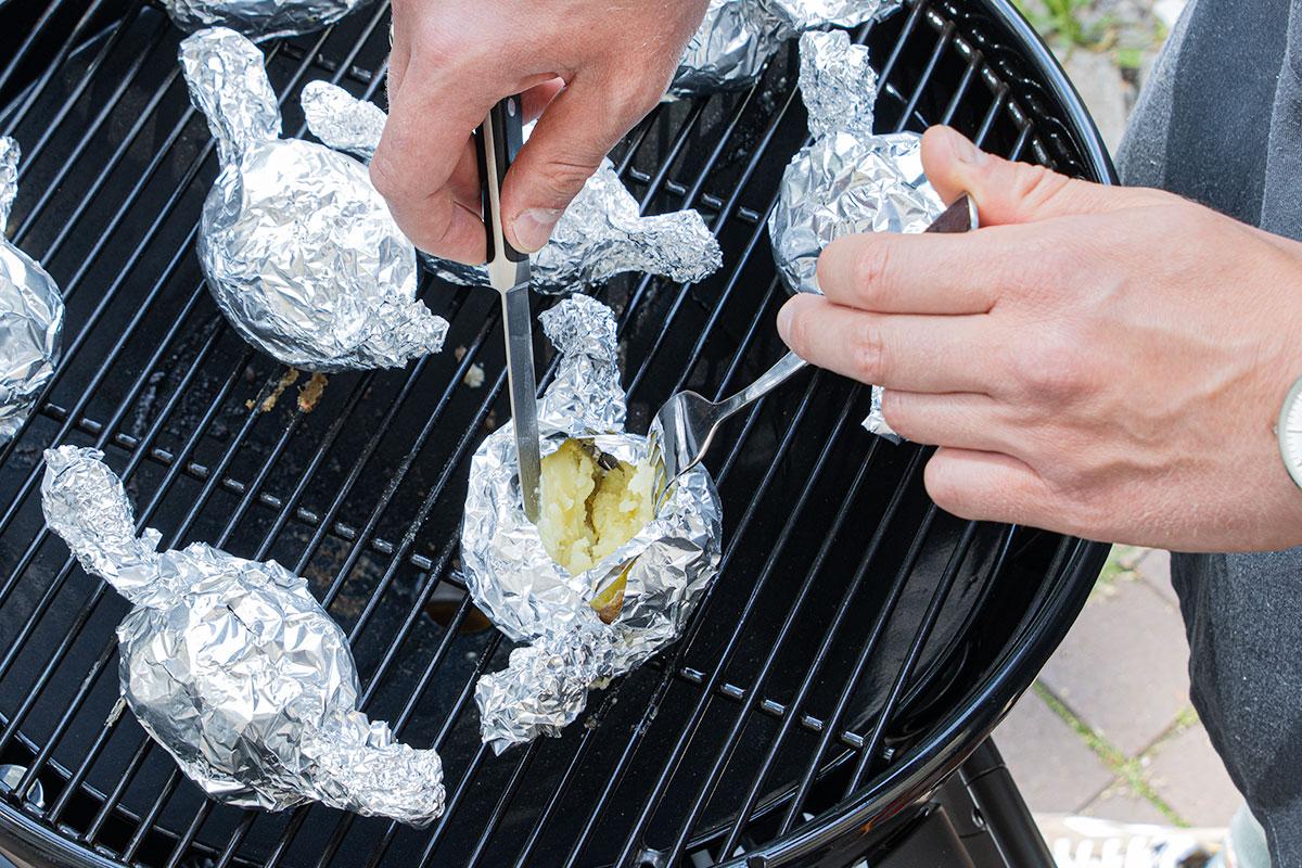Folienkartoffeln aufreißen wenn sie gar sind