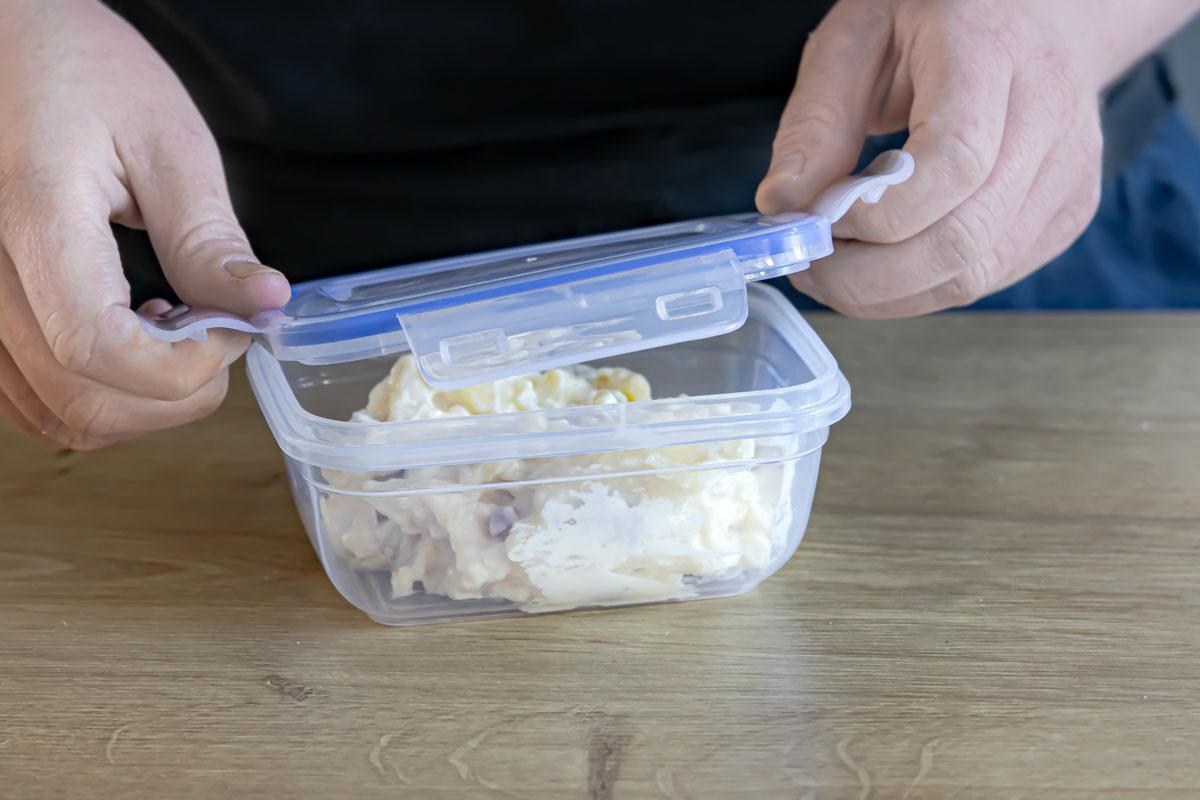 Kartoffelsalat luftdicht verpacken