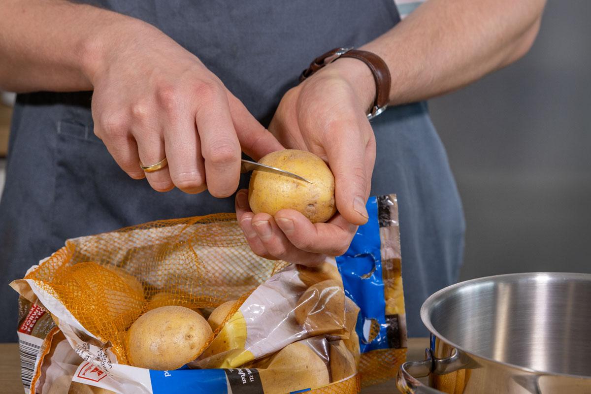 Kartoffel einritzen