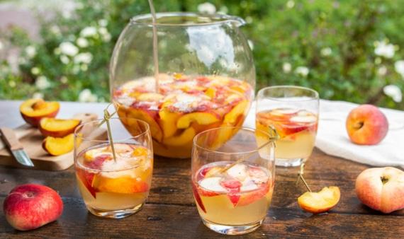 Pfirsichbowle mit Alkohol