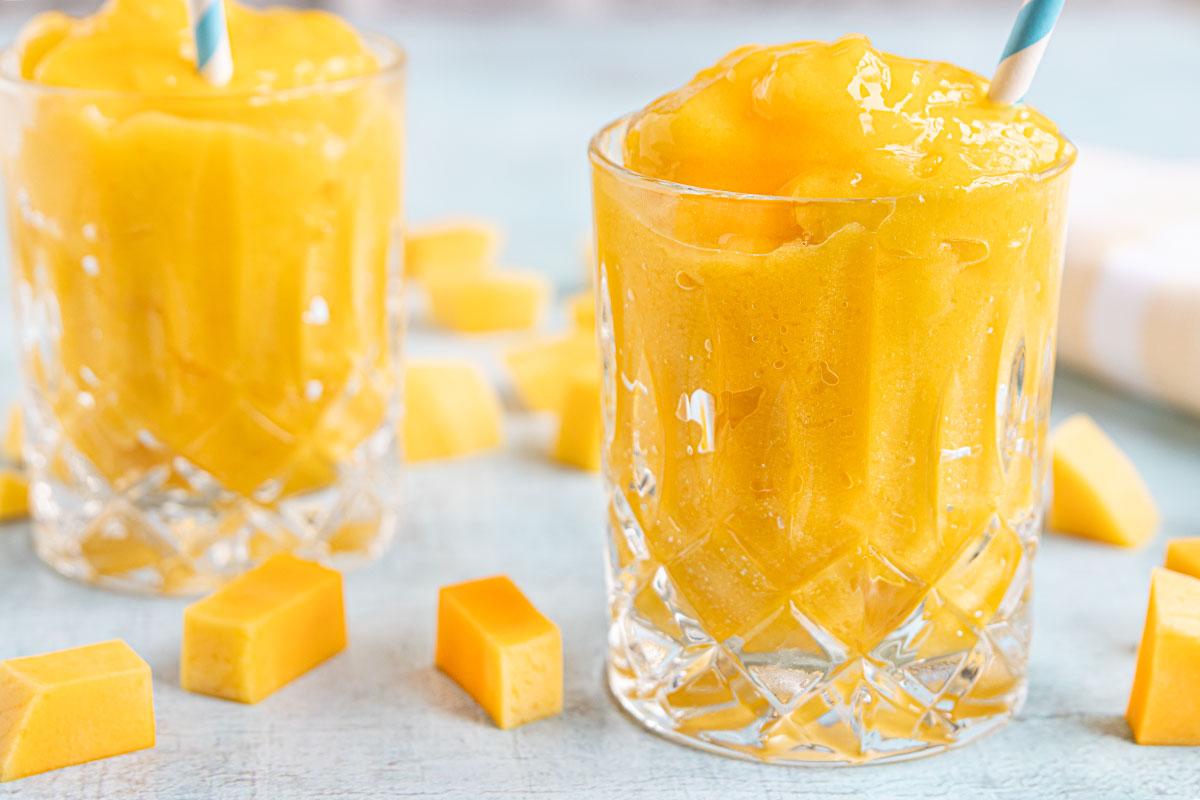 Slush-Eis mit gefrorener Mango