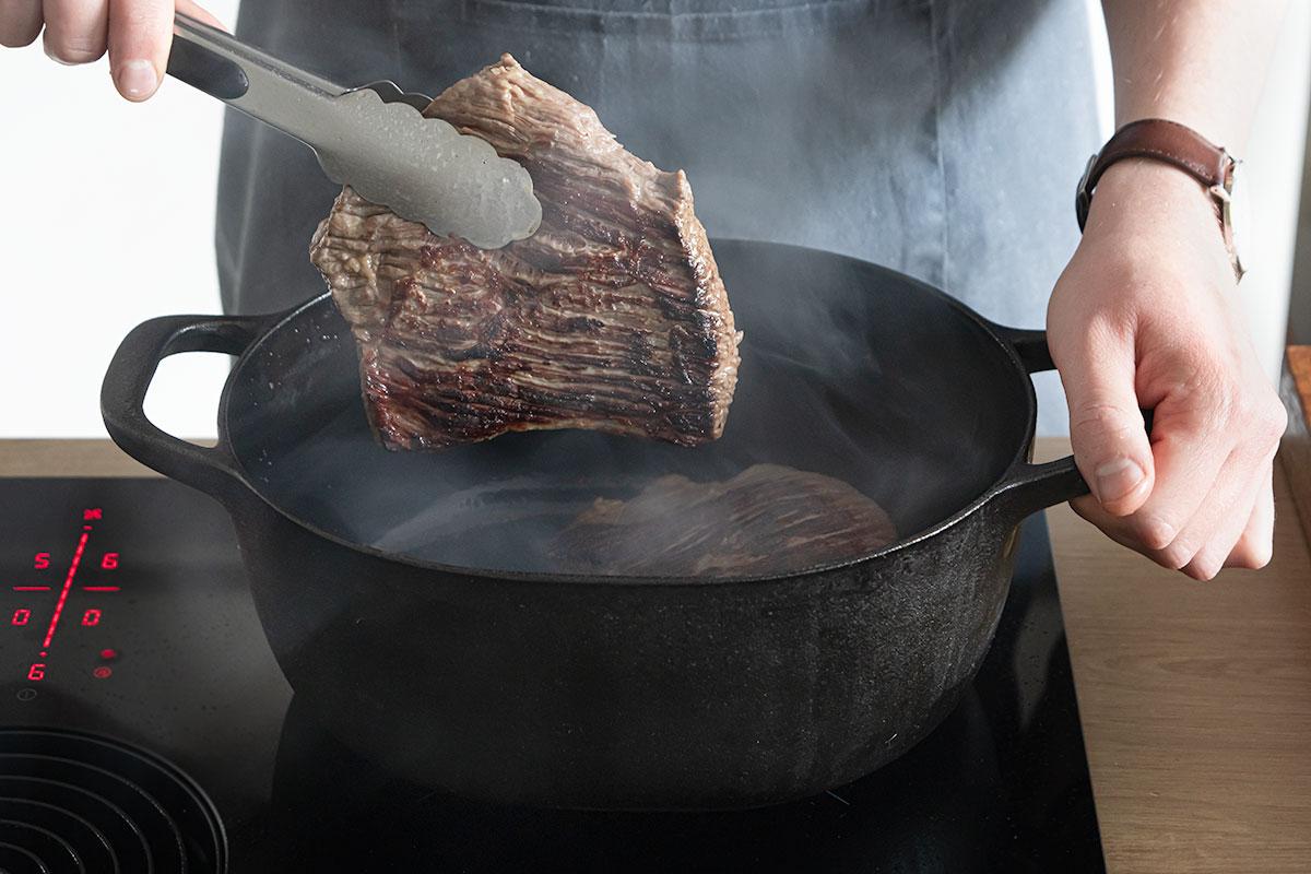 Fleisch scharf anbraten