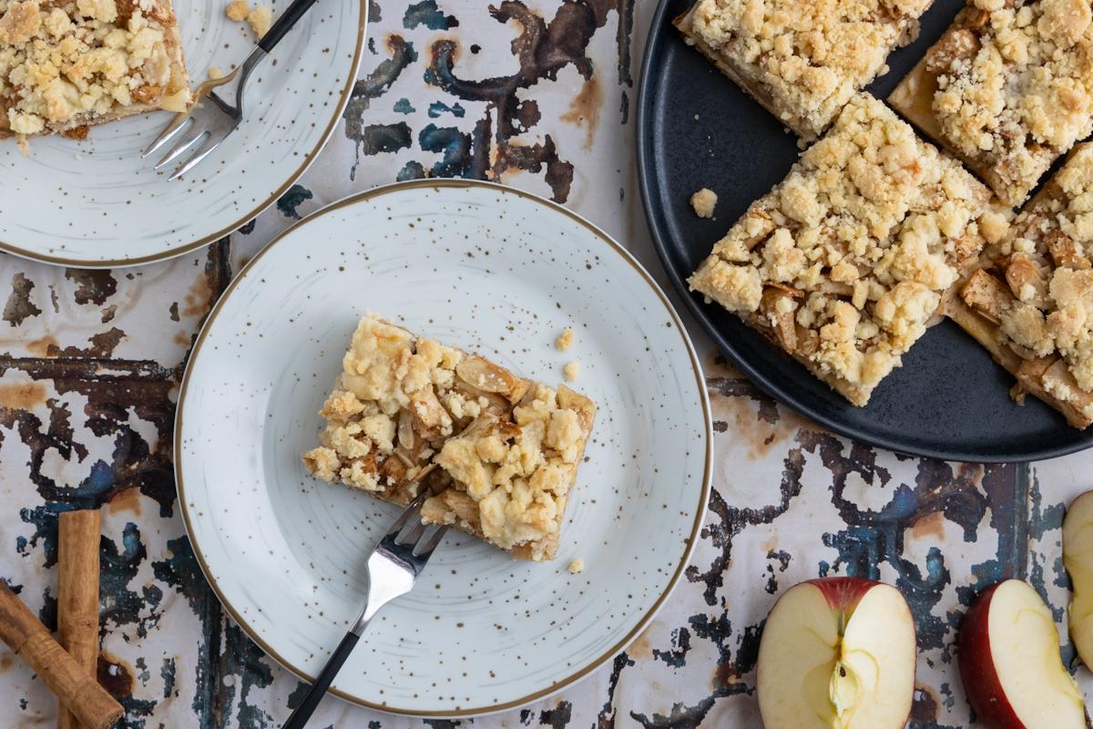 Apfelkuchen mit Hefeteig und Streusel