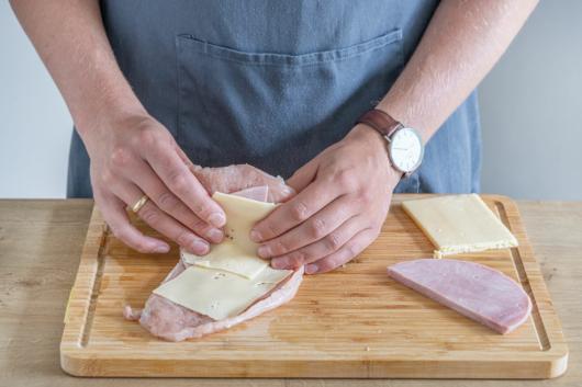 Käse und Schinken einschlagen