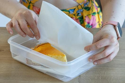 Käsekuchen mit Backpapier einfrieren