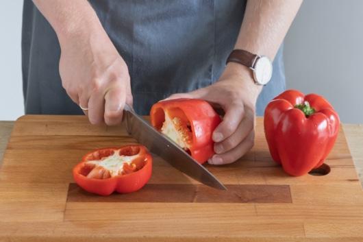 Deckel der paprika abschneiden