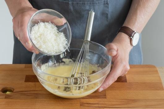 Parmesan unterrühren