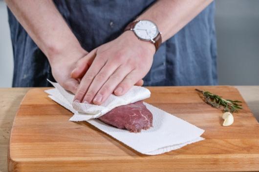 Steak abtupfen