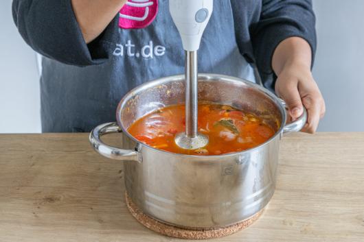 Shahi Paneer Curry Soße pürieren
