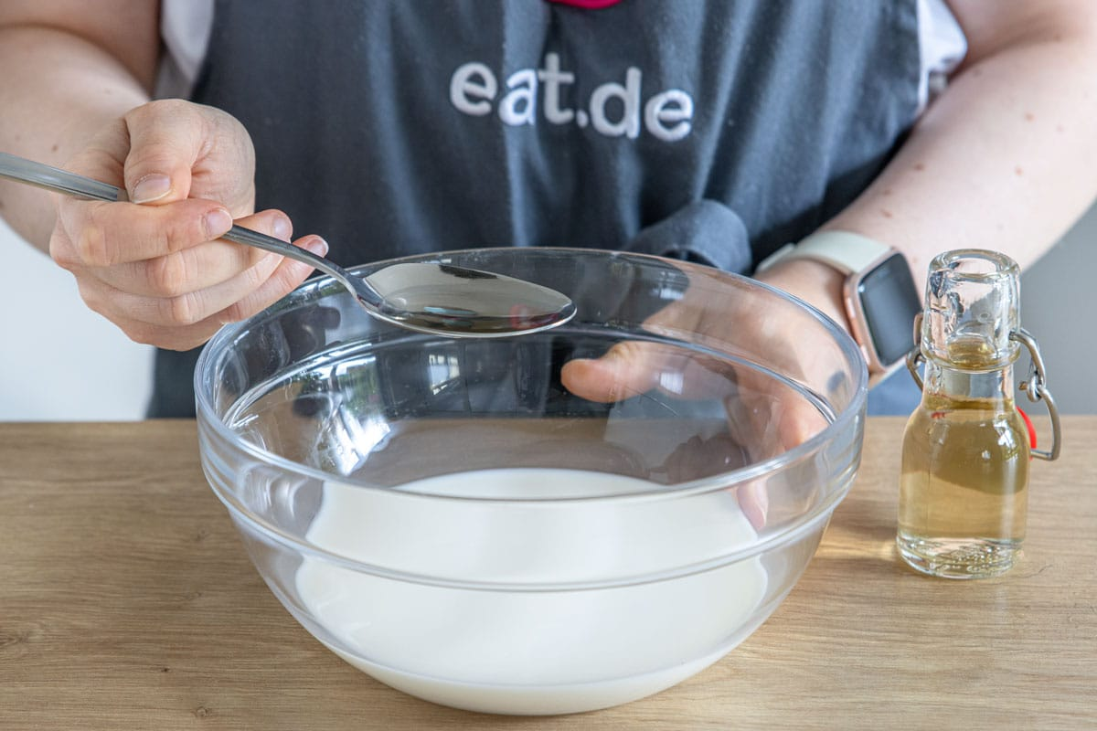 Essig zur Milch geben